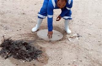 رئيس مياه القناة يناشد الأهالي عدم إلقاء المواد الصلبة والمخلفات في غرف تفتيش الصرف الصحي| صور