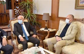 محافظ بورسعيد يستقبل وزير الري قبل تفقد مشروعات بوغاز الجميل وبحر البقر| صور