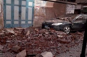 انهيار جزئي بعقار في نبروه يتسبب في تحطم سيارة