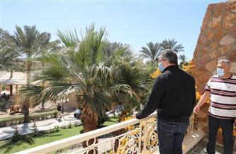 العناني يتفقد فنادق مرسى علم ويلتقي بالمستثمرين والسياح |صور