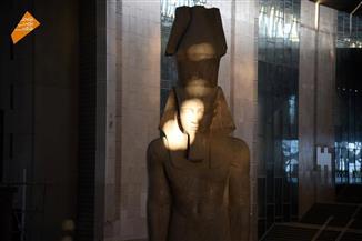 أثري يفسر سبب تعامد الشمس على وجه رمسيس الثاني في ميعادها بالمتحف الكبير
