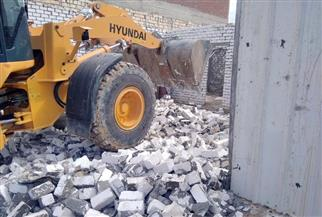 إزالة تعديات على حرم السكة الحديد ببرج العرب غرب الإسكندرية | صور