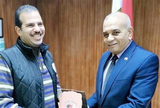 تكريم رئيس قسم الرياضة بإدارة شباب ثان المحلة لتميزه في بطولة العالم لكرة اليد   صور