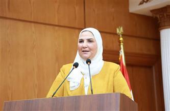 وزيرة التضامن تستعرض أمام الرئيس جهود تطوير برامج الدعم الطارئ للأسر والمواطنين