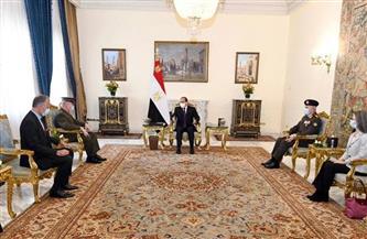 الرئيس السيسي يستقبل قائد القيادة المركزية الأمريكية.. ويؤكد خصوصية العلاقات الاستراتيجية بين البلدين