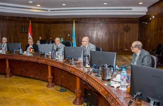 مجلس جامعة طنطا يناقش آليات وضوابط الامتحانات فى اجتماع طارئ   صور