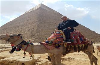 مدرب بطل كمال الأجسام المصري بيج رامي يزور منطقة آثار الهرم | صور