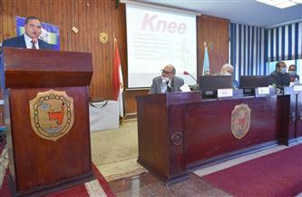 رئيس جامعة سوهاج يفتتح اليوم العلمي للعلاج الطبيعي وإصابات مفصل الركبة | صور