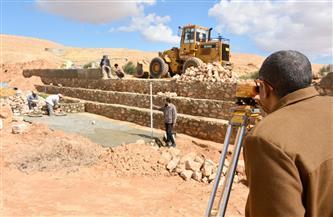 تنمية مطروح المستدامة: تأهيل سدود وادي الخروبة وإنشاء مساطب لتقليل اندفاع مياه السيول | صور