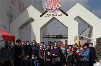 طلاب جامعة عين شمس في زيارة لمعرض ديارنا للأسر المنتجة | صور