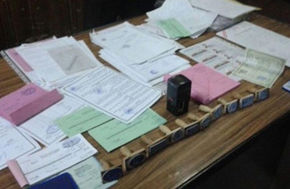 ضبط صاحب مكتب للدعاية لتزوير محررات رسمية وترويجها مقابل مبالغ مالية بالدقهلية