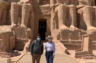 سفيرة كوبا بالقاهرة تزور معابد أبوسمبل في جولة سياحية برفقة زوجها