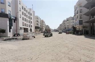 رصف ورفع كفاءة عدد من الطرق بشوارع مدينة الغردقة | صور