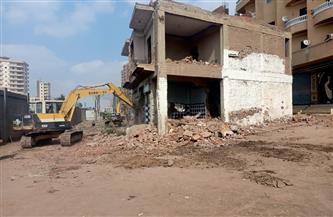 إزالة عقار بنهر الطريق فىي شارع جمال عبدالناصر بالمحلة الكبرى| صور