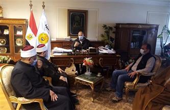 محافظ أسيوط يلتقي مسئولي الأوقاف عقب خطبة الجمعة  صور
