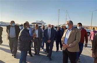وزير الزراعة يتفقد ميناء الصيد ومصنع الثلج بالطور ويستمع إلى مطالب عدد من الصيادين| صور