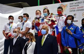 """تسليم جوائز المراكز الأولى بفرق """"الاسكيت"""" ببطولة كأس العالم للرماية بالخرطوش"""