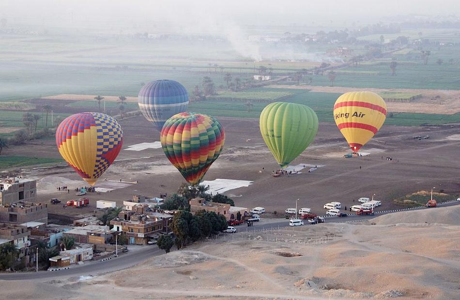 انطلاق  رحلات بالون طائر في سماء الأقصر