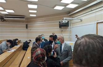 وزير التعليم العالي يحاور طلاب «أسنان عين شمس» عن الامتحانات وإجراءات «كورونا» | صور