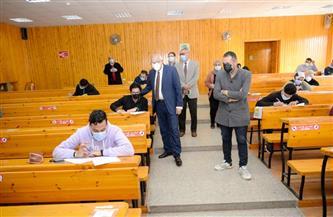 رئيس جامعة المنصورة يتفقد أعمال الامتحانات بكليات الهندسة والصيدلة |صور