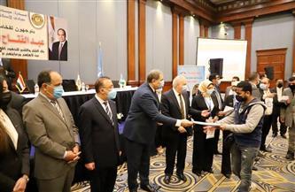 وزير القوى العاملة يسلم 24 عقد عمل لذوي الهمم والعزيمة بالإسكندرية | صور