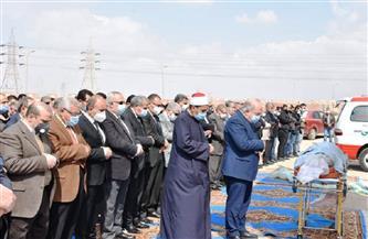 وزير التموين ومحافظ الشرقية يشاركان في تشييع جثمان رئيس جامعة الزقازيق السابق |صور
