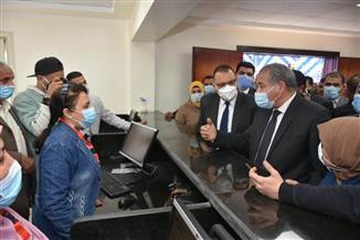 وزير التموين يتفقد مركز خدمة المواطنين بالشرقية | صور