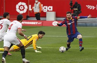 برشلونة يهزم إشبيلية بثنائية ليرتقي لوصافة الدوري الإسباني
