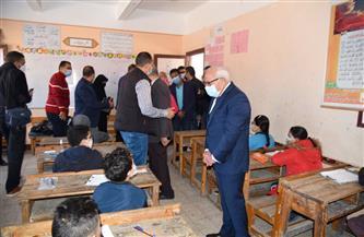 محافظ بورسعيد يتفقد سير امتحانات الصف الرابع الابتدائي  صور
