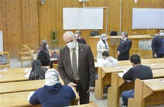 رئيس جامعة الفيوم يتفقد امتحانات الفصل الدراسي الأول للطلاب| صور