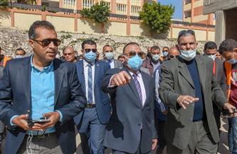محافظ الإسكندرية يتابع بدء عملية نقل بائعي سوق الهانوفيل ويحذر المخالفين |صور