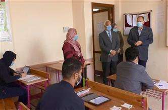 محافظ أسيوط يتفقد سير امتحانات الصف الثاني الثانوي.. ويشدد على الالتزام بالإجراءات الوقائية |صور
