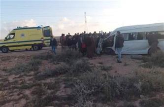 إصابة 7 أشخاص في انقلاب ميكروباص على الطريق الدولي الساحلي شرق مرسى مطروح| صور