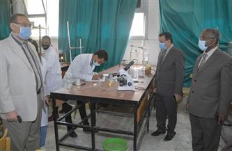 رئيس جامعة الوادي الجديد يتفقد لجان امتحانات كليات الجامعة| صور