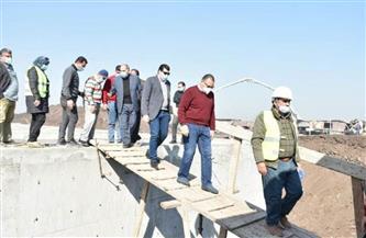 """محافظ الشرقية يتفقد أعمال تنفيذ مشروع صرف صحي """"سنهوا""""  صور"""