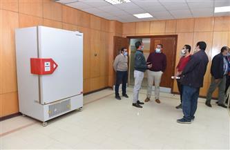 تمهيدًا لافتتاحه.. رئيس جامعة سوهاج يتفقد المعمل المركزي للتحاليل الطبية | صور