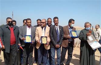 «المصريين الأحرار» يطلق مبادرة قريتي نظيفة لتجميل وتشجير أسوان | صور