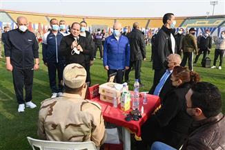 أسر طلبة الكلية الحربية يستقبلون الرئيس السيسي بالهتافات الحماسية ويشيدون بمعنويات أبنائهم| صور