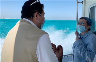 وزيرة البيئة تستقل لنش المحميات لمتابعة الأنشطة البحرية بمدينة الغردقة|صور