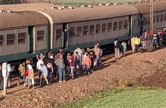 فصل الجرار وعربتين من قطار طنطا بعد خروجهم عن القضبان في المنوفية| صور