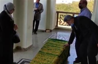 أشرف زكي وخالد عبدالجليل أول الحاضرين في جنازة العلايلي.. ورشوان توفيق ينهار بالبكاء