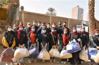 جامعة القاهرة توزع 145 بطانية وتقدم  مساعدات إنسانية لأهالي عشش السودان بالجيزة | صور