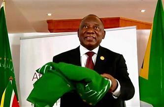 رئيس جنوب إفريقيا يسلم علم رئاسة الاتحاد الإفريقي عبر الشاشات لرئيس الكونجو|صور