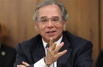 وزير الاقتصاد البرازيلي يستبعد مغادرة منصبه مع استمرار أزمة كورونا