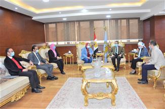"""محافظ الغربية يلتقي ممثلي مبادرة """"حياة كريمة"""" لتطوير قرى زفتى"""