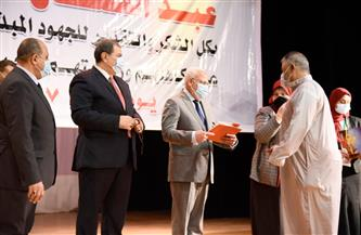 وزير القوى العاملة ومحافظ بورسعيد يسلمان 1238 وثيقة تأمين حوادث شخصية للصيادين | صور