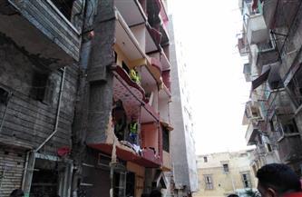 بدء إزالة عقار كوم الشقافة المائل في الإسكندرية | صور