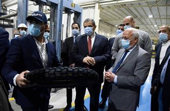 وزيرالقوى العاملة ومحافظ بورسعيد يتفقدان أحدث مصنع لإنتاج إطارات السيارات | صور