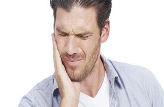 """""""طرقعة وآلام الفك"""" ظاهرة تبحث عن علاج.. وأطباء يكشفون الأسباب"""