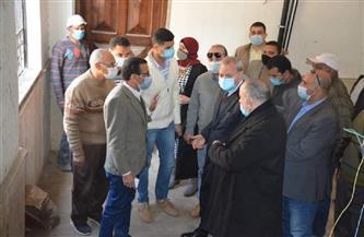 محافظ القليوبية يناقش مقترحات تطوير قرى حياة كريمة مع المواطنين | صور